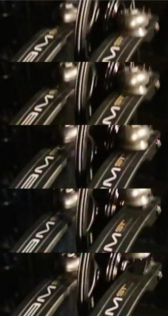 飛び去るダンパー